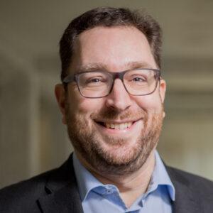 https://www.startupdorf.de/wp-content/uploads/2020/11/startupdorfshooting_portraits02.2-300x300.jpg